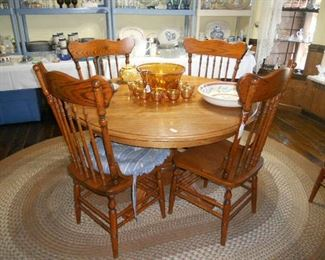 Oak round Table w 6 Oak Chairs