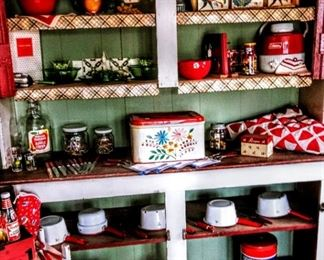 CUPBOARD OF KITCHEN ITEMS