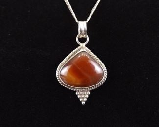 .925 Sterling Silver Agate Cabochon Pendant Necklace