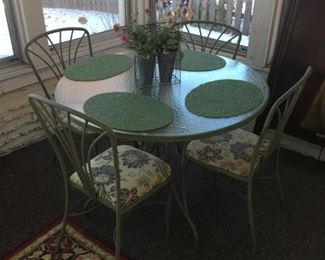 NICE METAL AND GLASS TABLE WITH 4 CHAIRS