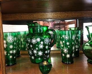 """Vintage Drinking Glasses Dark Green With Snowflake Pattern//Winter Holiday Drinkware//7"""" Tall Glass Tumblers/Vintage Glasses  and Pitcher"""