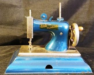 Casige Little modiste, antique sewing machine toy