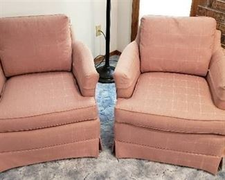 Pair of Mauve Pink Highland House Occasional Chairs - 28  x 30  x 32