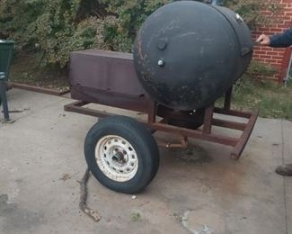 CUSTOM MADE CENTER FEED. 125 GALLON BARREL SMOKER.  USED BY AWARD WINNING  PIT MASTER FOR SMALL JOBS