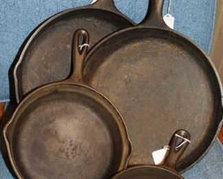 kitchen Lodge cast iron skillets