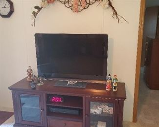 """Great working 40"""" Sharp TV with HDMI, USB ports"""