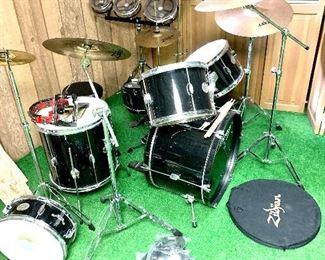 Remo Drum Set ZBT Zildian Symbols Microphones & Cables
