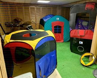 Kids Foldable tent playhouse & basketball hoop
