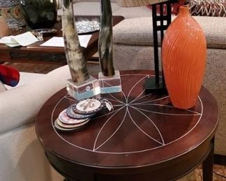 Round side table, long horns, pottery, lamps and urns