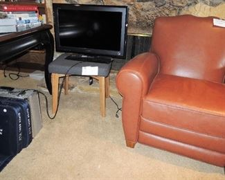 Leather club chair, small tvs