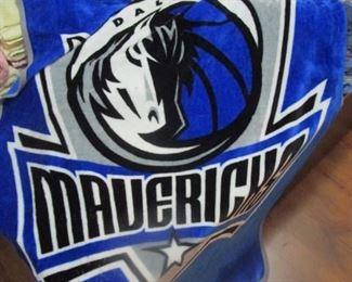 Mavericks fleece throw