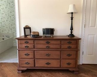 Young Hinkle Furniture Co dresser and it does have matching mirror (next picture)