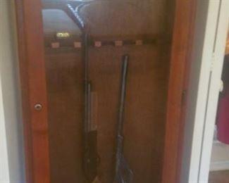 Gun safe with Key, Guns are BB Guns, NO firearms at this sale
