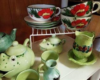 Ceramica de Cuernavaca Frog Teapot and Sugar Jar with 2 Cups
