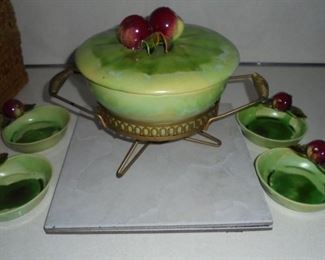 Vintage California USA warming server w/4 matching dishes - no chips,cracks, not discolored