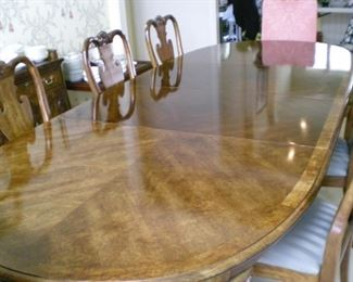 """Amazing Thomasville """"Mahogany Collection"""" Dining room table and chairs. Comes with two leaves (shown in place) and custom table pads, two end chairs and six side chairs"""