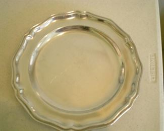 One of 8 Wilton Armetale dinner plates/chargers