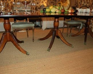 Triple pedestal dining stable