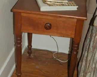 One-Drawer bedside table