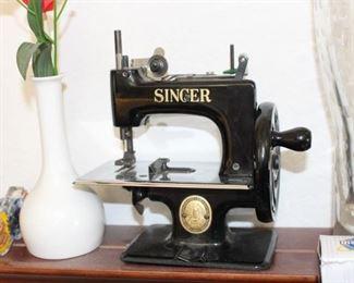 Miniature Singer Child Machine