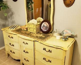 Nine Drawer Dresser w/ mirror