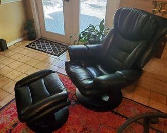 Ergonomic Black Leather Chair w/ Ottoman