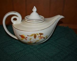 Antique Jewel Tea - Tea Pot complete with insert in excellent condition!