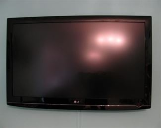 """LG 50"""" TV with Wall Mount"""