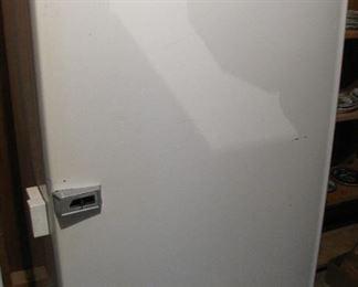 1950's Refrigerator Freezer - Works Great - needs handle