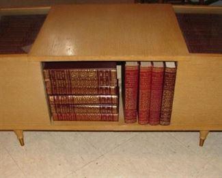 Mid Century Modern - Retro Coffee Table