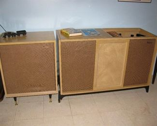 Mid Century Modern - Retro Stereo and Record Player