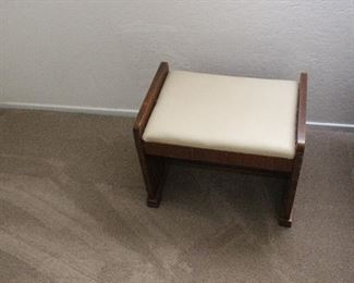 padded ottoman/bench