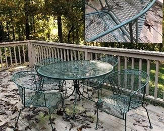 Metal round table with 4 matching chairs...nice!