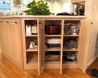 Appliances: Crock pots, can openers, waffle maker, vintage cookware...