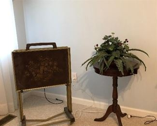 Vintage TV trays, nice small solid wood round table, silk plant