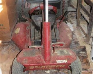 OLD RIDING SNAPPER RIDING MOWER.