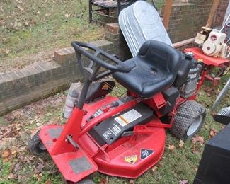 SNAPPER RIDING MOWER.  LIKE NEW CONDITION.