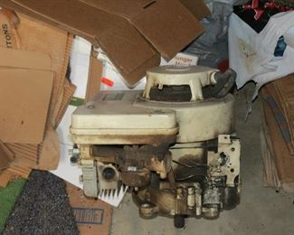 8 HP BRIGGS ANT STRATTON MOTOR.