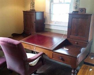maylies restaurant  desk
