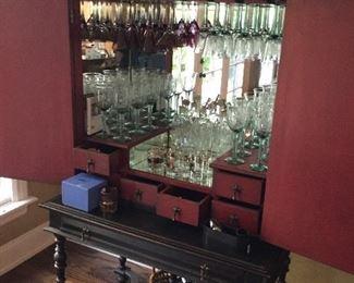 Mirrored inner hutch of bar