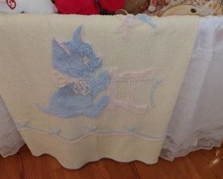 Lovely vintage Chenille can't baby spread