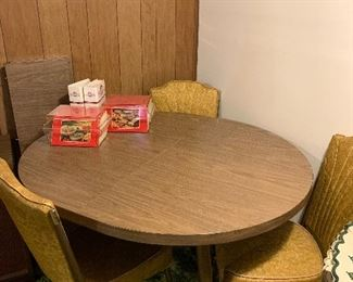 Formica table with six chairs and two leaves