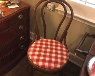 Set of 4 Bentwood chairs