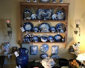 Pine plate rack filled with Flo Blu