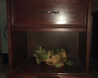 Night stand; ceramic frog