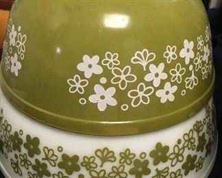 Vintage Pyrex Spring Blossom mixing bowls