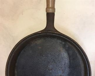 Krischer Country House iron skillet (set of saucepans & skillets with lids)