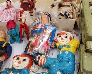 Vintage Dolls, Figures and Raggedy Ann and Andy Decor