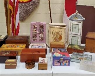 Retro and Vintage Jewelry Boxes and Cases