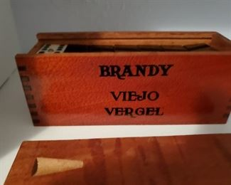 Umm Hmm, this is an original Brandy Viejo Vergel Box.  And I have no idea what that means.  But I think it's worth MILLIONS!